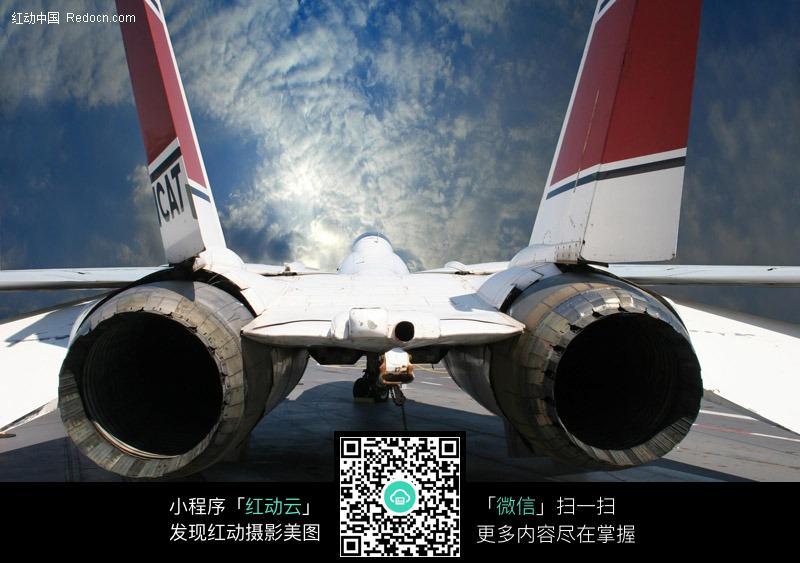 喷气式飞机发动机图片