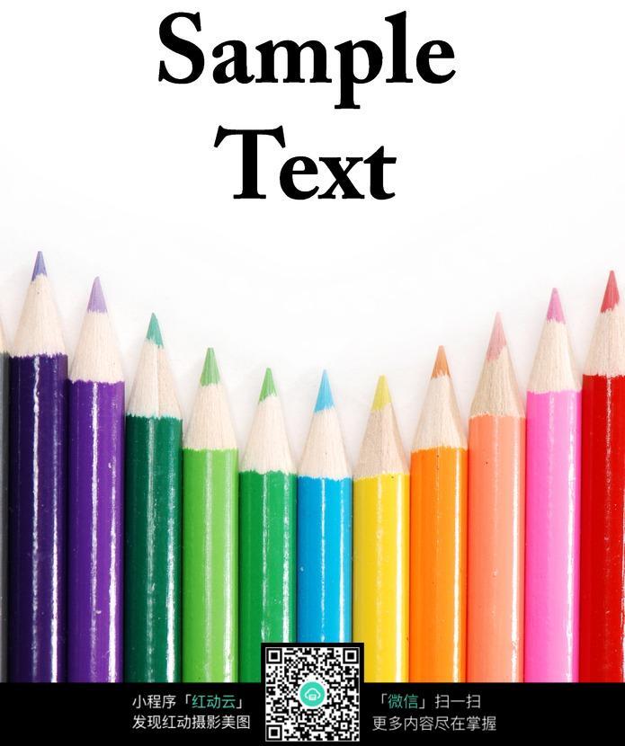 一排彩色画笔