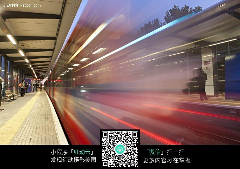列车站台掠影图片
