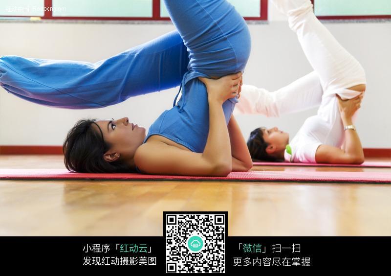 瑜伽健身的外国美女图片