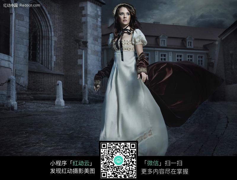 高贵的外国成熟礼服美女图片