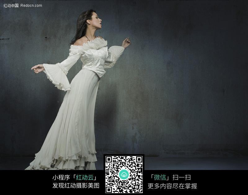 经典成熟礼服美女侧面高清图片图片 人物图片