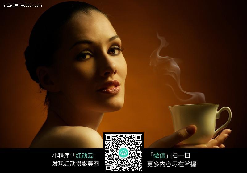 捧着咖啡的美女图片 女性女人图片