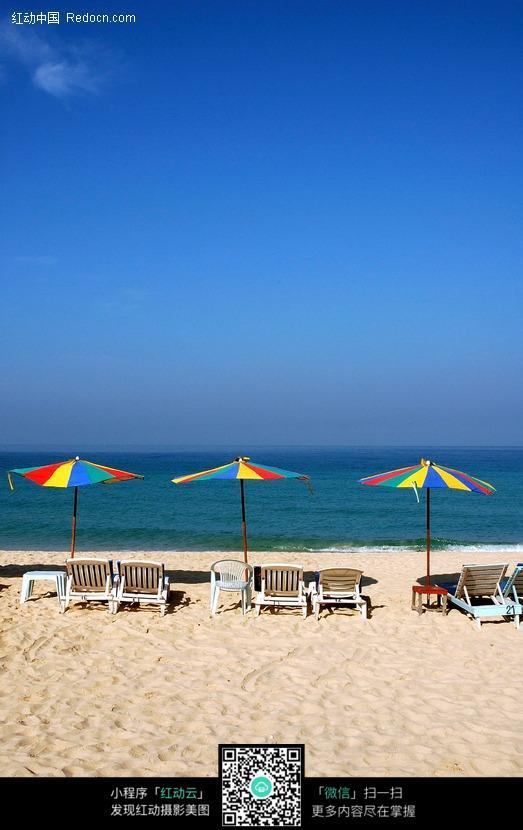沙滩遮阳伞躺椅图片_海洋海边图片