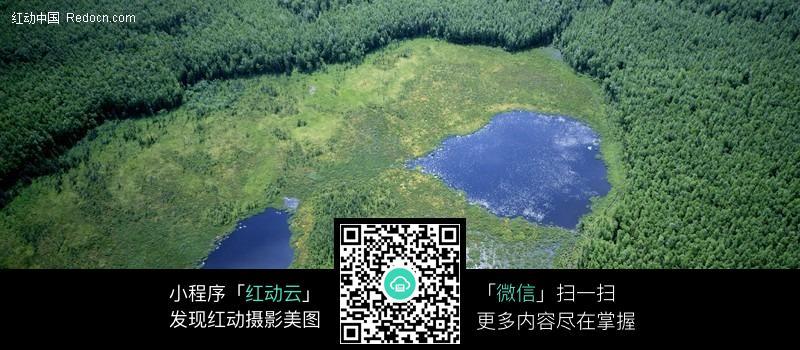 宽幅俯视湖水风景图片
