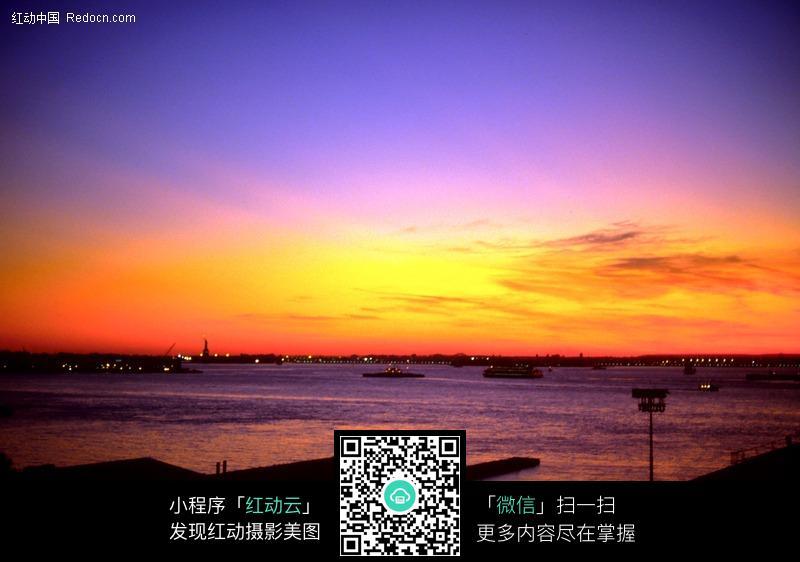 夕阳下大海天空图片_自然风景图片