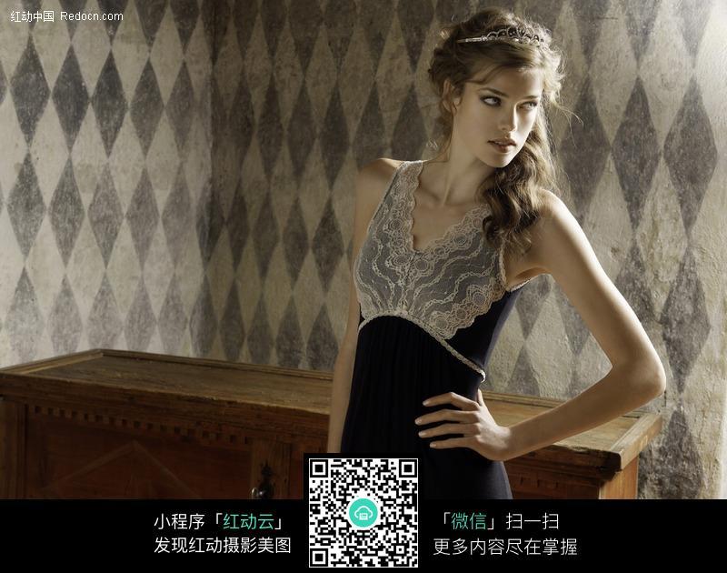 穿着睡裙的美女图片 女性女人图片高清图片