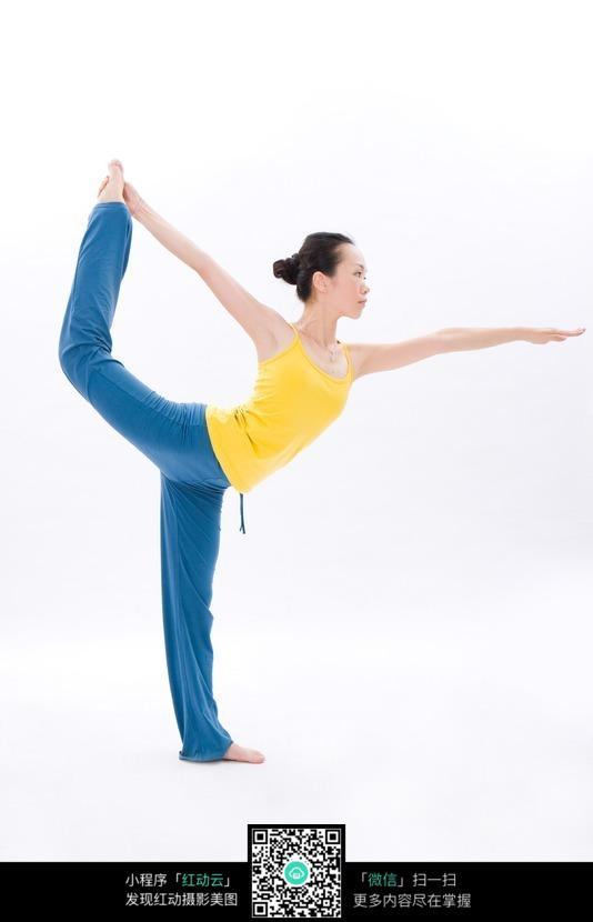 美女练瑜伽体式舞蹈式高清图片