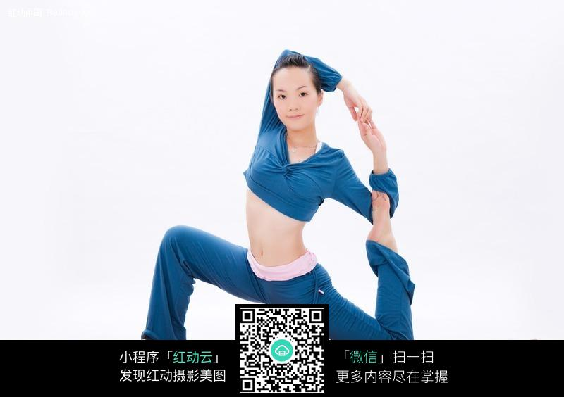 中国美女练瑜伽体式正面微笑高清图片