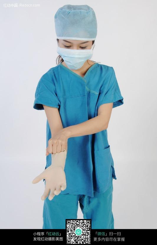 戴乳胶手术手套的手术服美女医生图片