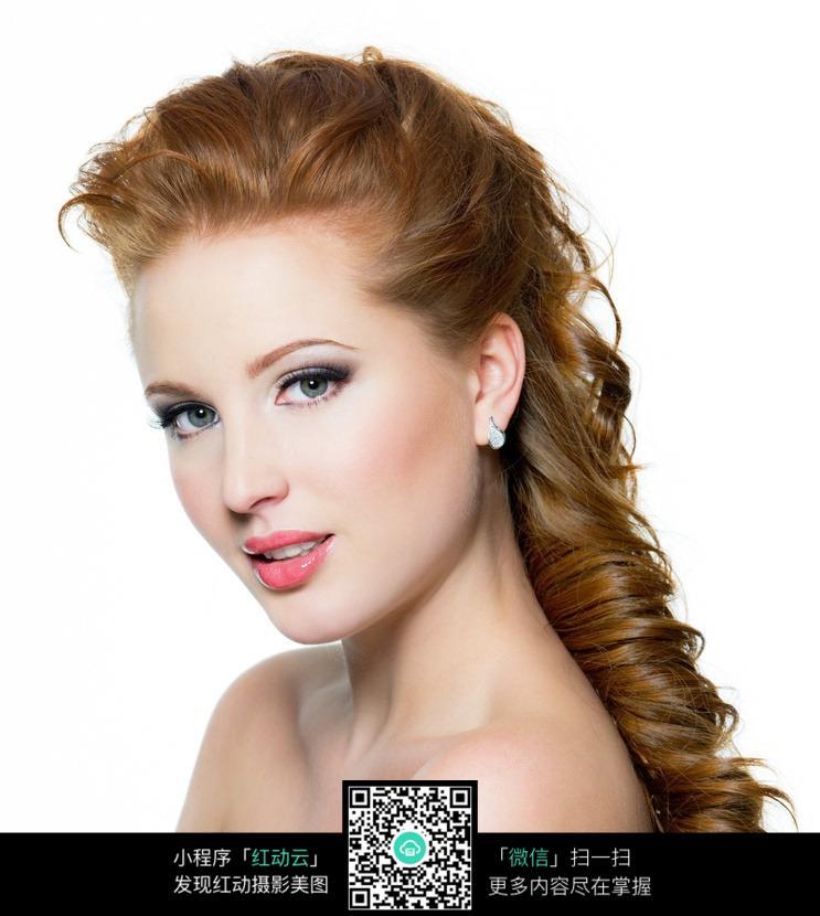 金发模特美女图片