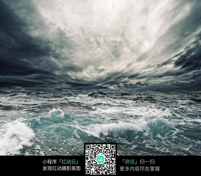 海洋风暴 咆哮的大海 暴风雨来临  乌云密布  海面 海洋 浪花 大海