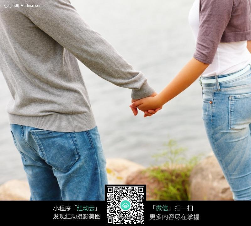 手拉手的情侣图片