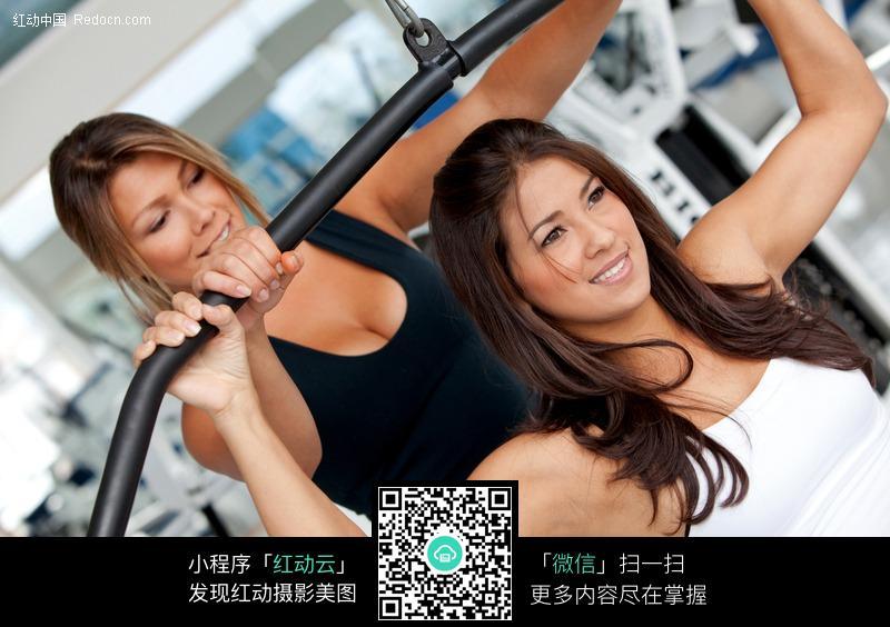 健身的外国美女特写