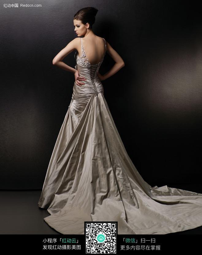 外国礼服美女图片