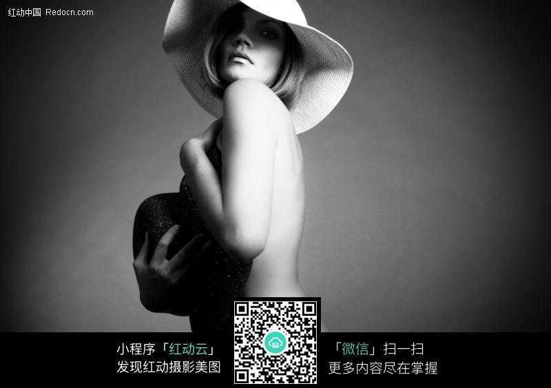 黑白性感外国美女人体艺术照片图片