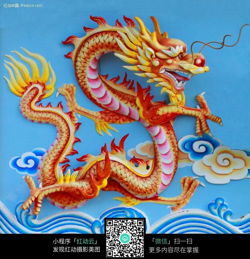 彩色中国龙雕塑图片