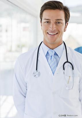 男医生?yg?_互相交流医疗书籍的男医生和女护士
