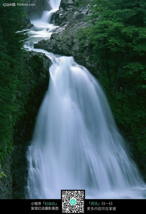 壁纸 风景 旅游 瀑布 山水 桌面 568_830 竖版 竖屏 手机