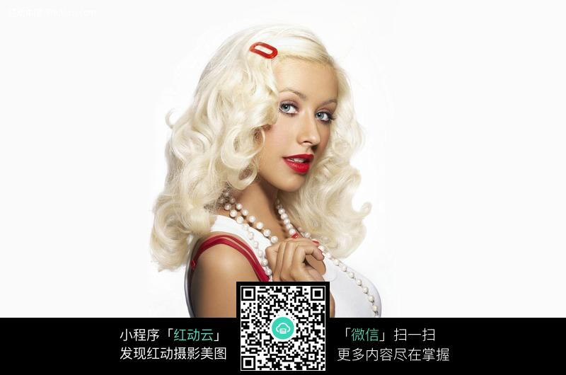 白发外国女子图片