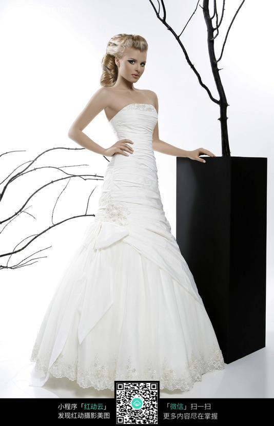 白色婚纱美女图片 新人情侣图片