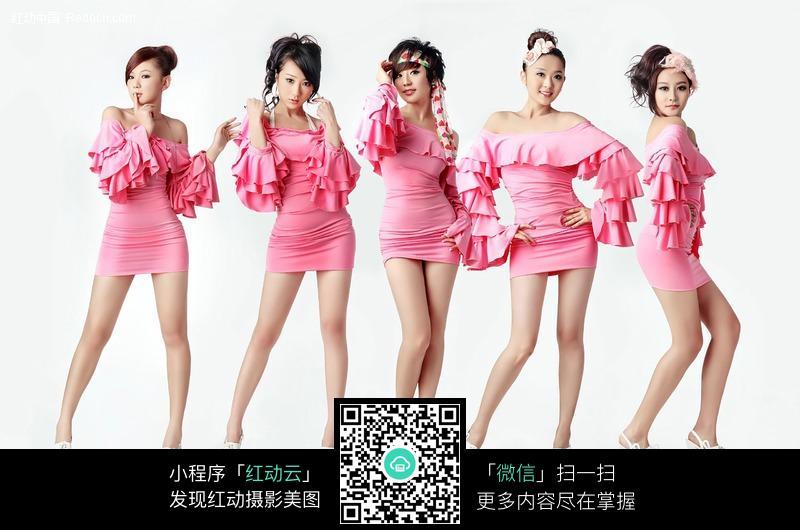 穿粉色超短裙的青春美少女图片