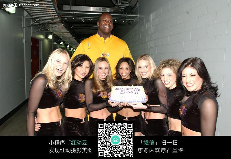 奥尼尔和啦啦队美女图片