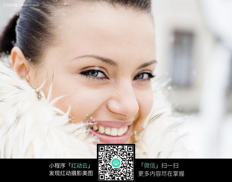 甜笑微笑的外国美女图片