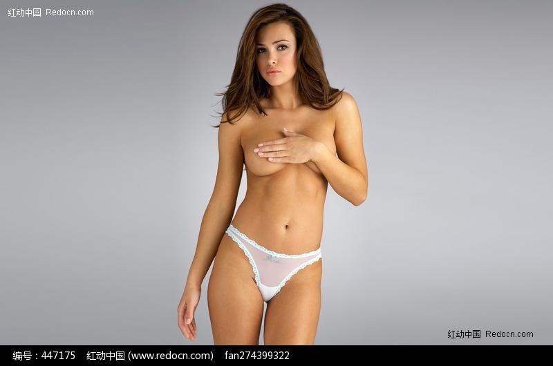 单手遮胸的半裸内衣美女图片