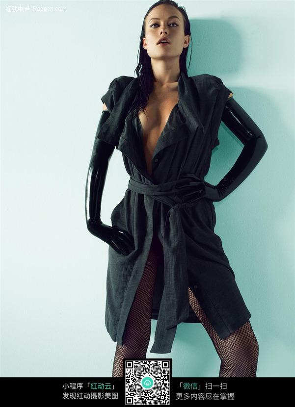 穿黑风衣的外国美女图片编号:450753 女性女