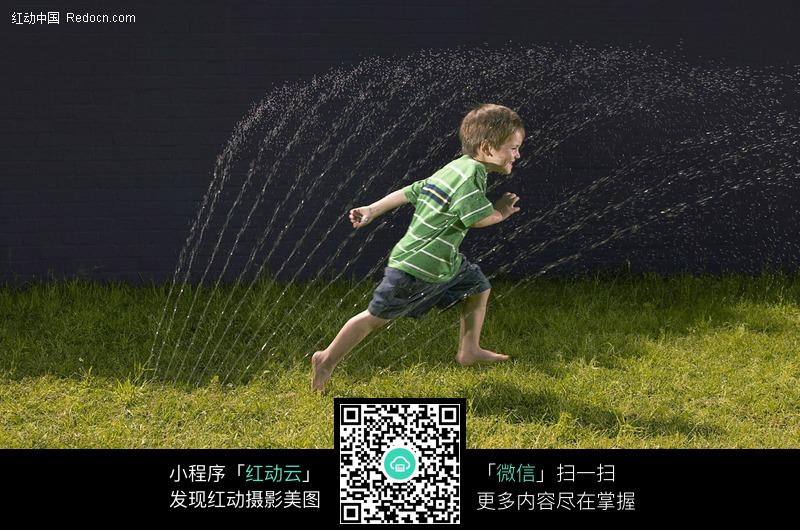 儿童幼儿精美素材免费下载,您当前访问素材主题是奔跑的外国小男孩