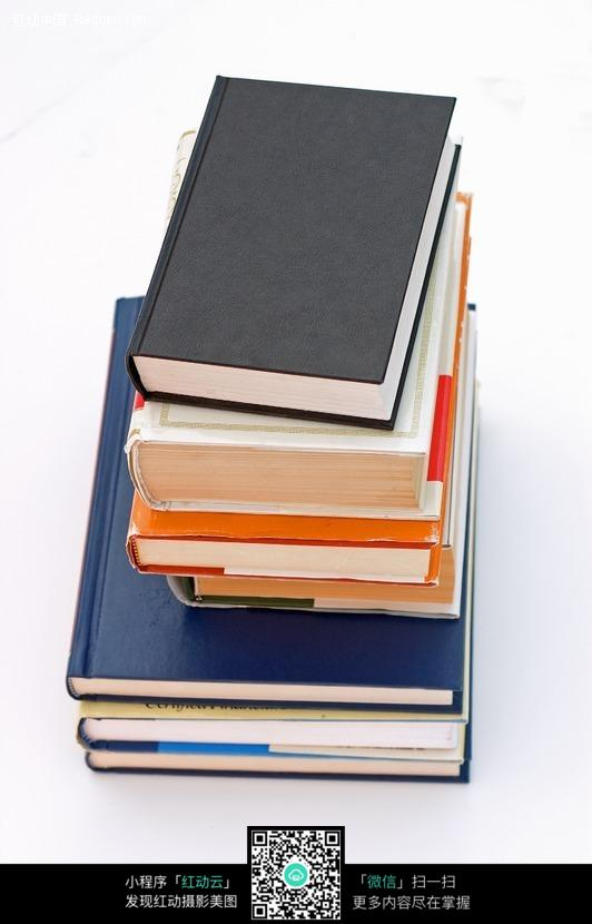 一摞书籍图片素材