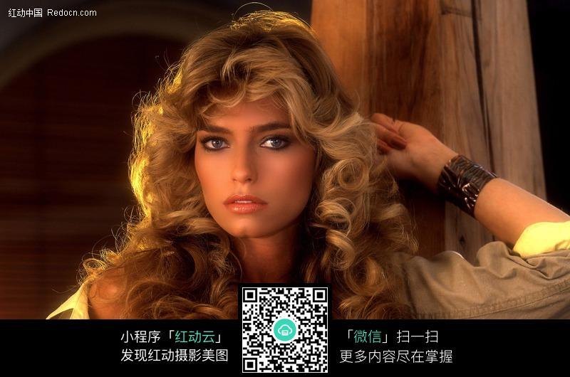 外国长发美女图片 女性女人图片