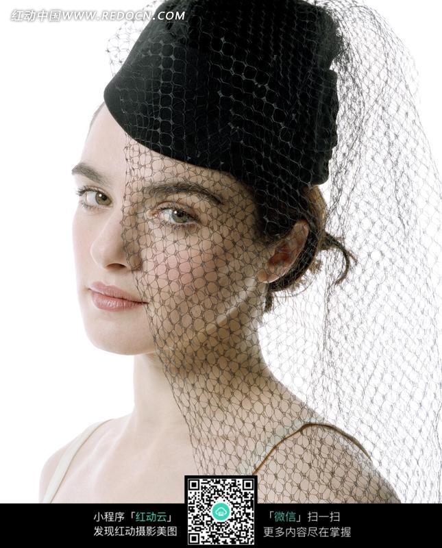 带着面纱的外国白皙美女图片