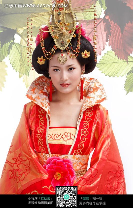 穿宫廷服饰的古装美女