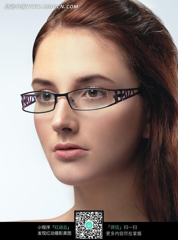 免费素材 图片素材 人物图片 女性女人 戴眼镜的外国潮流美女  请您