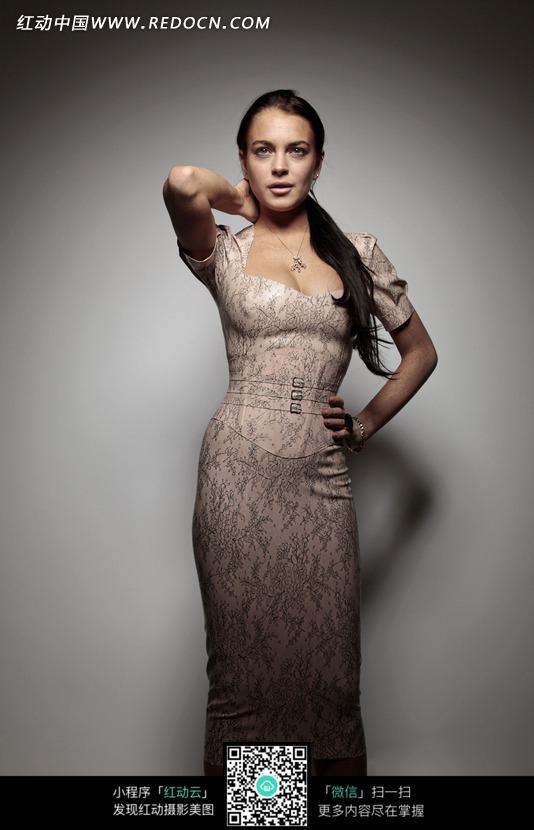穿紧身裙的外国美女图片