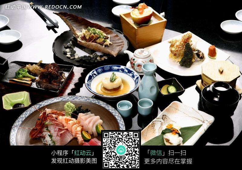 餐桌上的食物图片