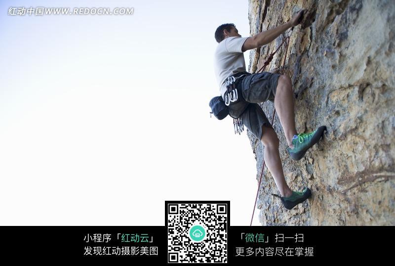 攀岩运动_国外攀岩运动员进行赛前训练
