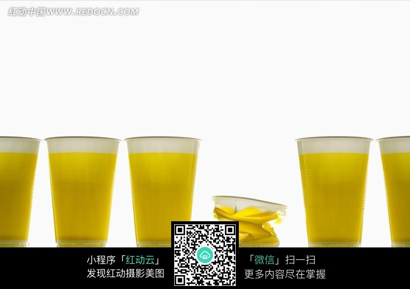 一排纸杯饮料素材图片
