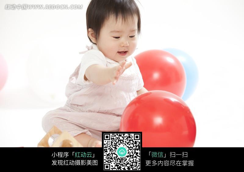 红动网提供儿童幼儿精美素材免费下载,您当前访问素材主题是玩气球的宝宝,编号是543797,文件格式JPG,您下载的是一个压缩包文件,请解压后再使用看图软件打开,图片像素是5616*3744像素,素材大小 是5.11 MB,如果您喜欢本作品,请使用上方的分享功能,分享给您的朋友,可以给他们的设计工作带来便利。