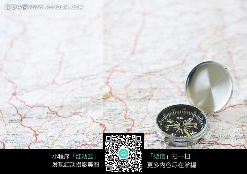 老地图上的指南针 地图上的绳索指南针