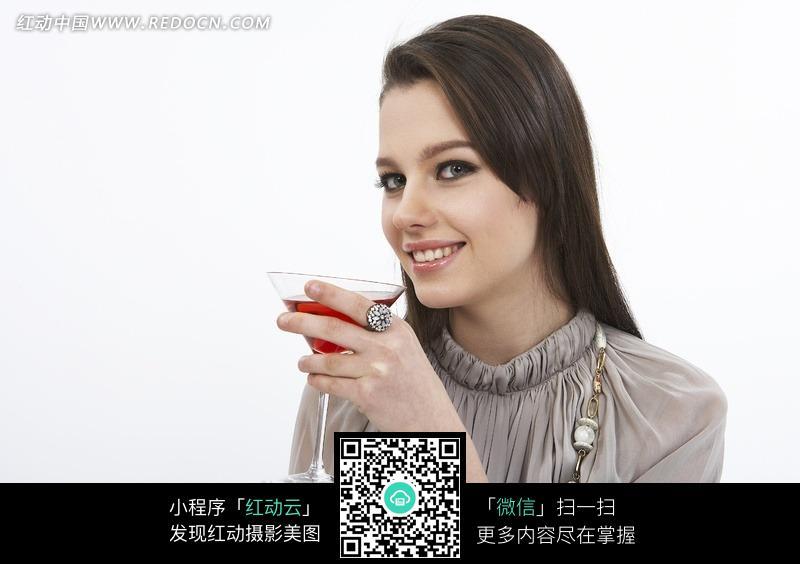 喝红酒的外国女孩图片 女性女人图片
