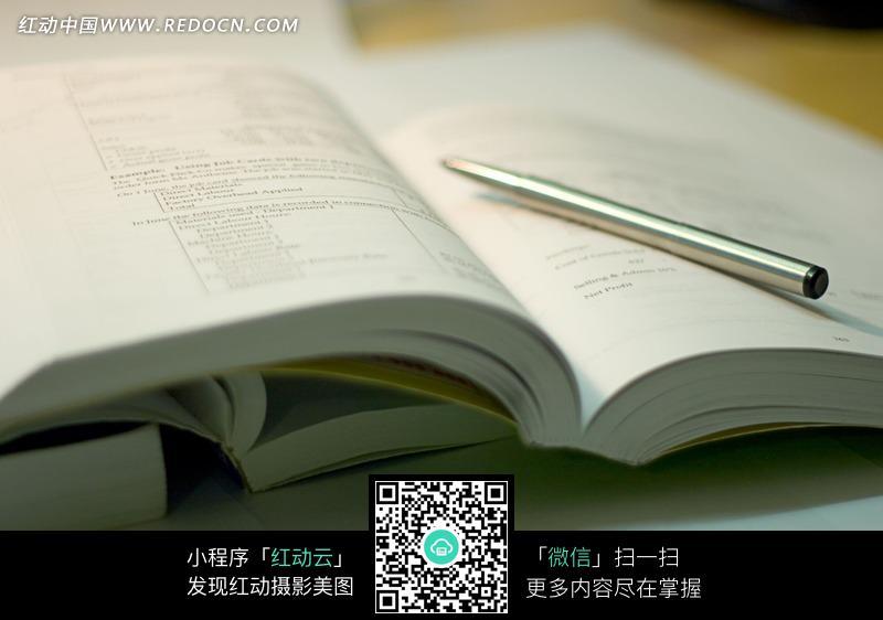 翻开的一本书图片图片