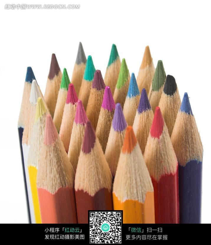 排列成正方形的铅笔尖图片