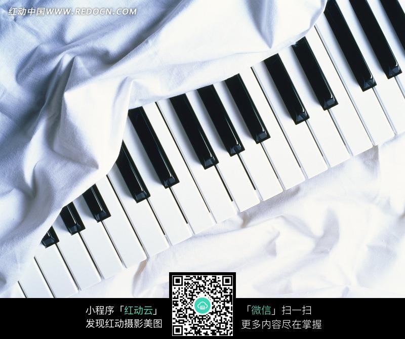 黑白钢琴键_卡通形象_红动手机版