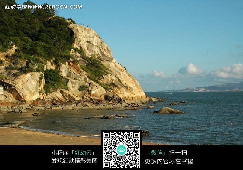 海边沙滩岩石山图片