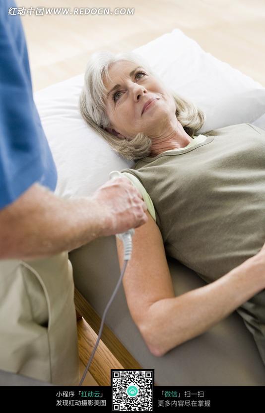 医生正在给病人注射图片免费下载 红动网图片