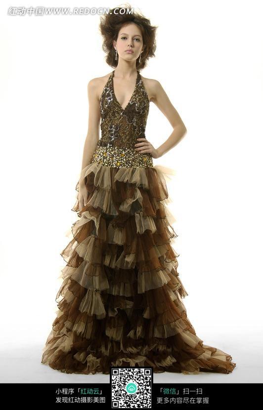 棕色v领礼服美女模特