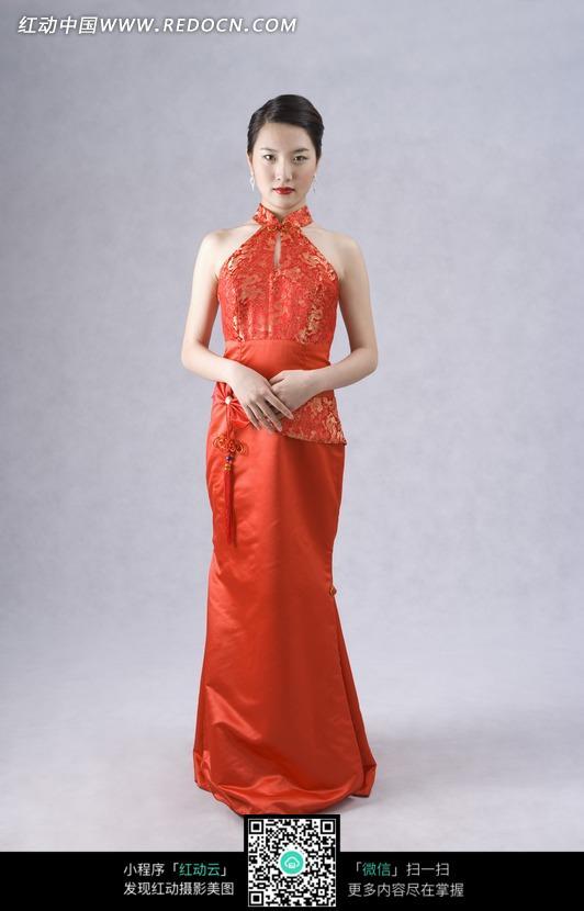 红色旗袍女人图片